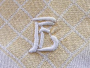 Geborduurd monogram servet